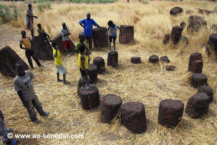 le-tourisme-a-saloum-les-megalithes