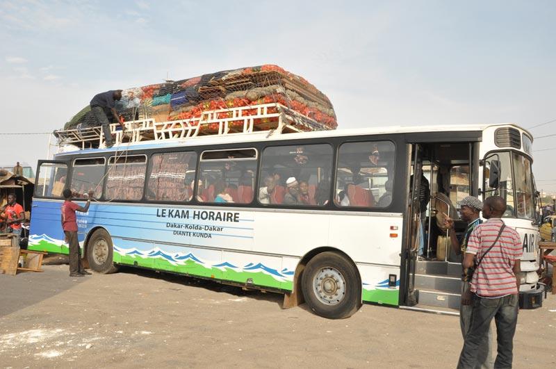 Les transports en commun : bus, cars rapides, taxis-brousse, Ndiaga (...)- Au Sénégal, le cœur du Sénégal
