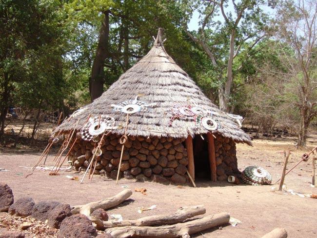 Architecture construction initiation en pays bassari 2015 for Acheter maison senegal